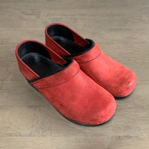 Dansko | Red Oiled Leather Clogs